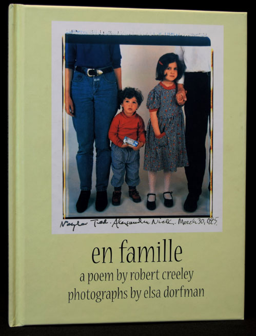 En Famille: A Poem by Robert Creeley / Photographs by Elsa Dorfman. Robert Creeley, Elsa Dorfman